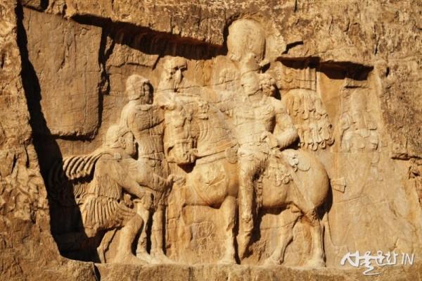 낙세 로스탐 12 로마 황제를 굴복시킨 위대한 왕 - 샤푸르 1세.jpg