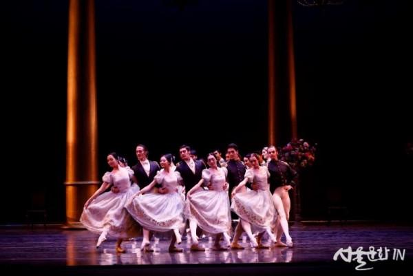 [오네긴] 3막- 상트 페테르부르크 무도회(2) ⓒUniversal Ballet_photo by Kyoungjin Kim.JPG