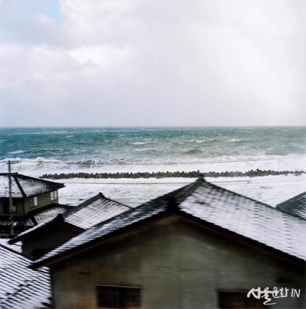 고정남 KO, JUNGNAM, 겨울방학_여행에서 만난 풍경 Winter Vacation_Travelling through the Landscape, 2005, Archival pigment print, 19×15inches, Courtesy of the artist.jpg