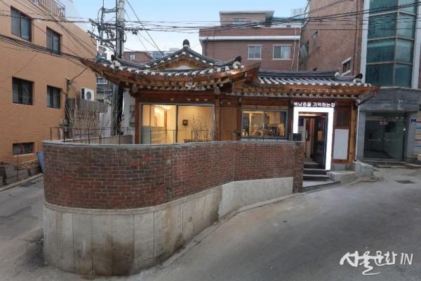 백남준기념관 외부2.JPG
