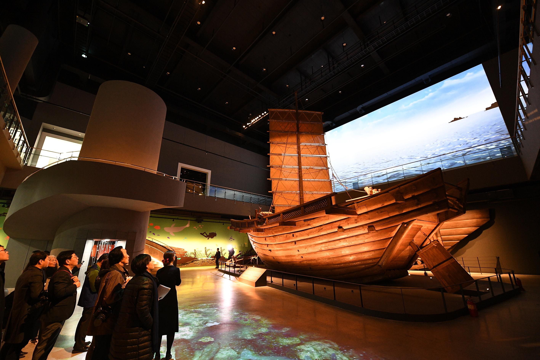 서해바다의 수중문화재를 전시하는 국립태안해양유물전시관 전면 개관