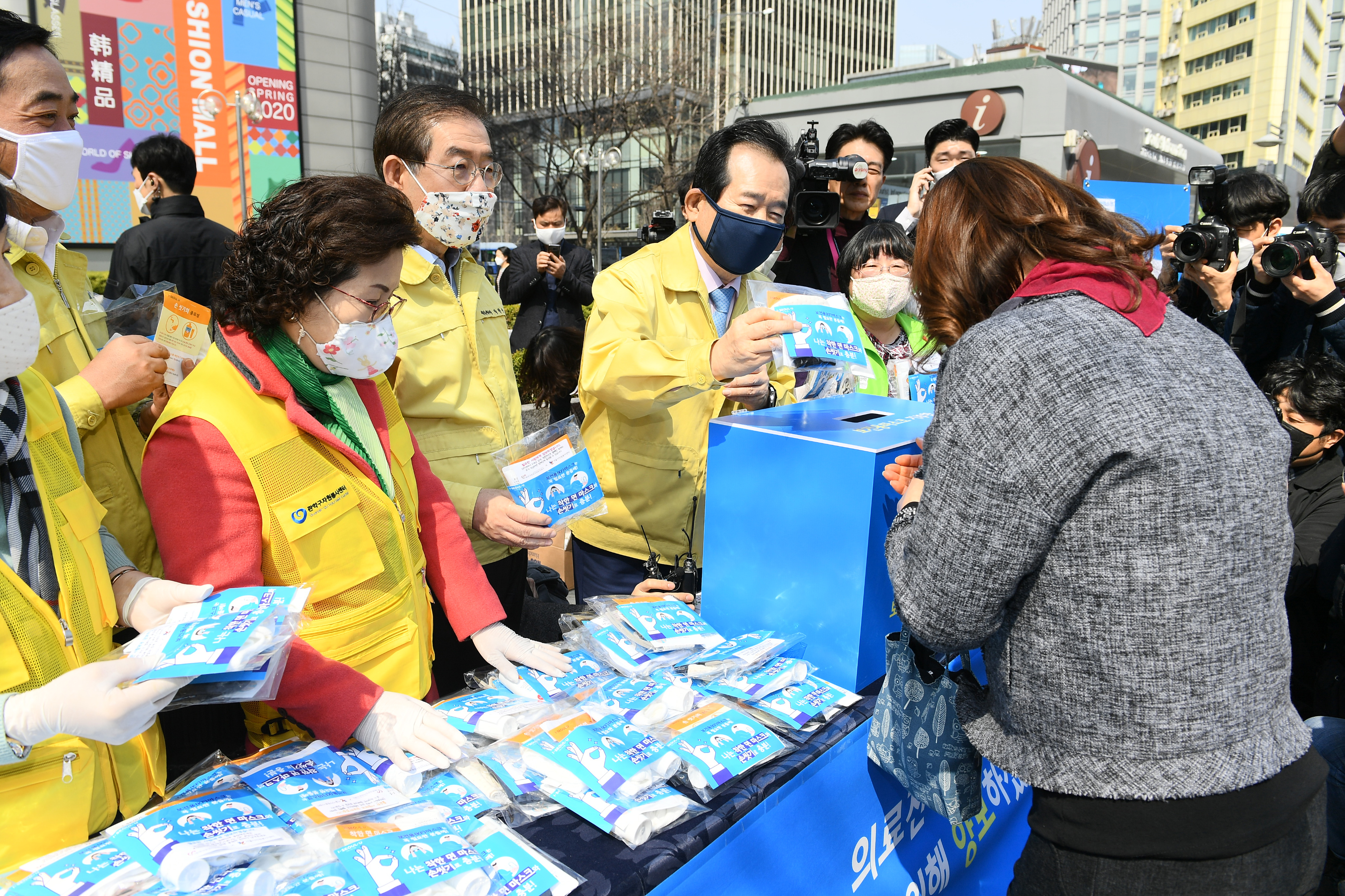서울시, 오는 4월 말까지 필터 교체형 마스크 60만개 제작해 순차적으로 보급한다.