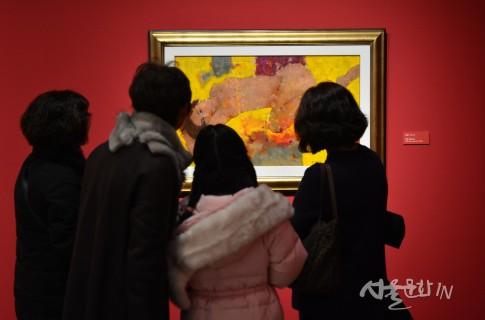 익산미륵사지 터에 백제 왕도의 위용을 보여주는 국립익산박물관 개관
