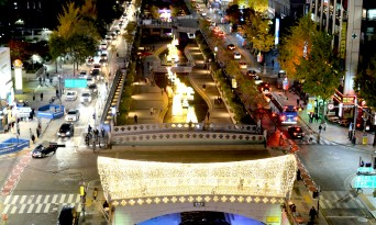 10주년을 맞은 '서울빛초롱축제' 미래로․과거로 시간여행을 주제로 개막